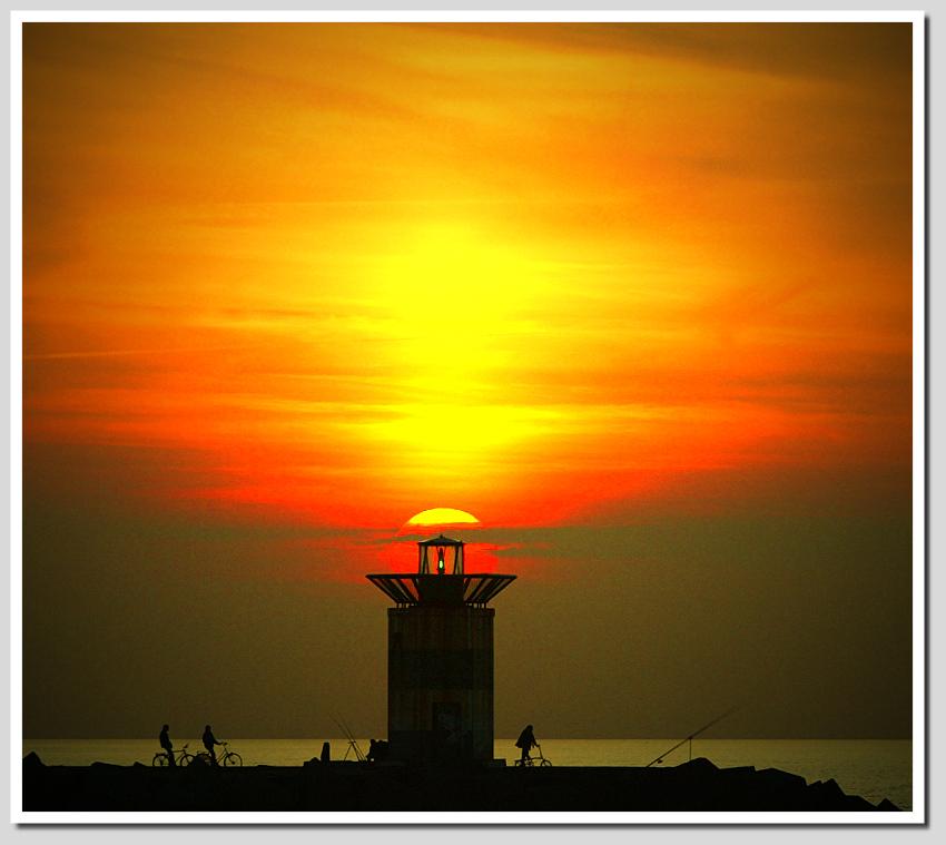 Sun | dusk, silhouette, sun, sea, people