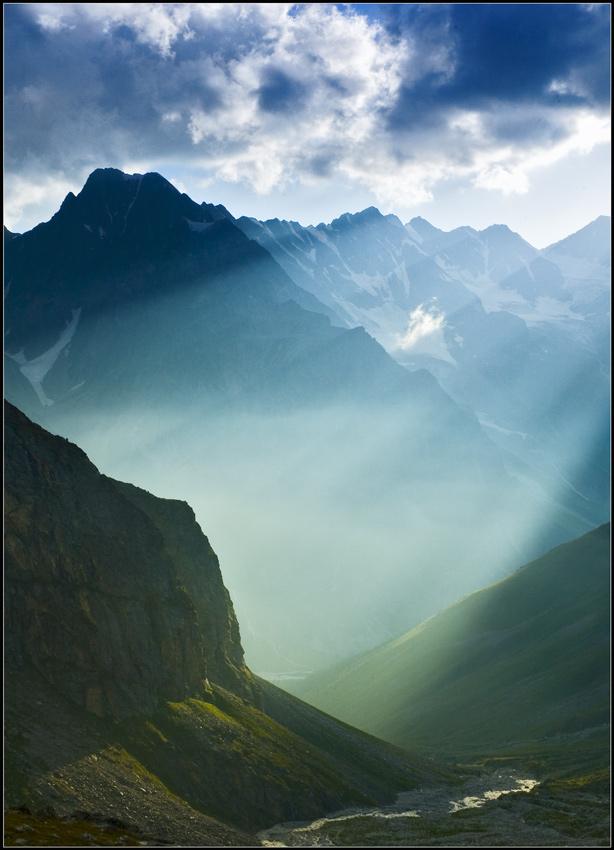 Caucasus | panorama, mist, beams, mountains, sun