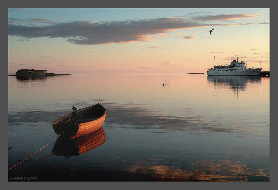 silent hour | island, morning, ship, boat, sea