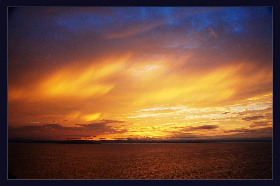 light. | clouds, ocean, dusk