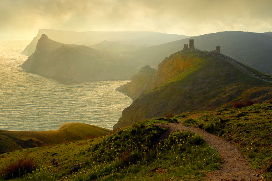 The Genoan Fortress | mist, field, panorama, sea, pathway
