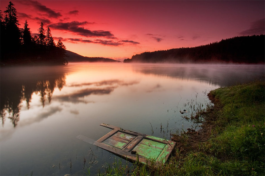 Door in the lake | lake, reflection, dawn
