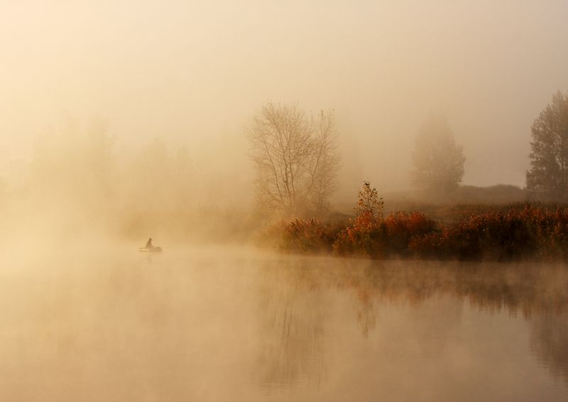Quiet hunt | boat, people, river, fog