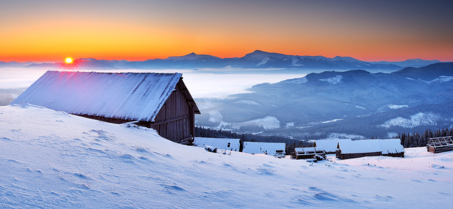 Frosty morning under the warm sky | snow, sunrise, panorama, winter, house, valley