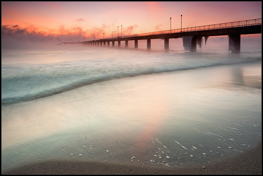 Lost in the mist | dawn, surf, bridge, sea, mist