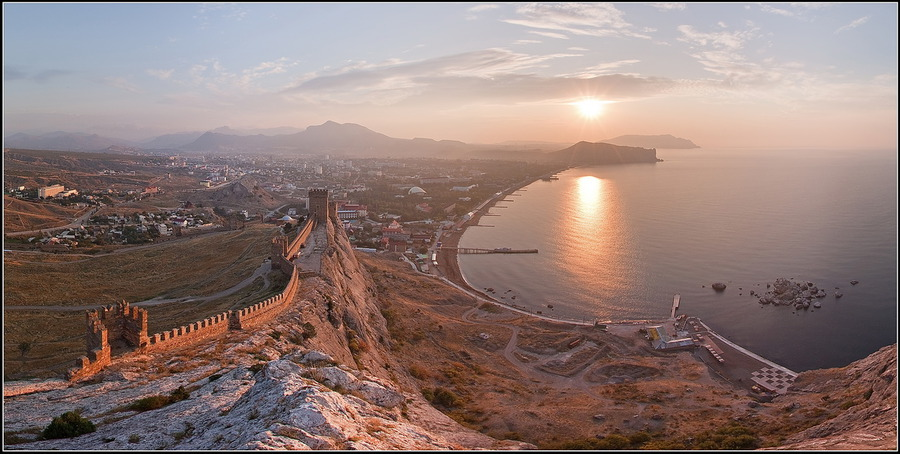 Morning of an ancient city | sea, panorama, sun
