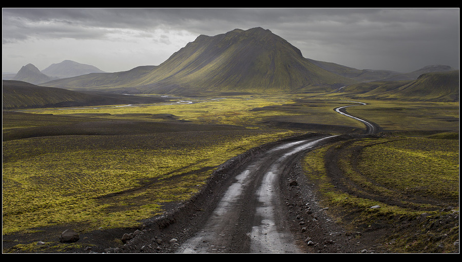 The road to the volcano | road, mountains
