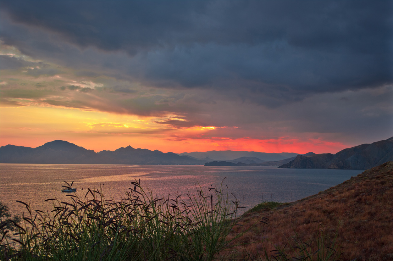 Sunset, Crimea | Crimea, sunset , sea , sky , scarlet, clouds , mountains , coast , boat, grass