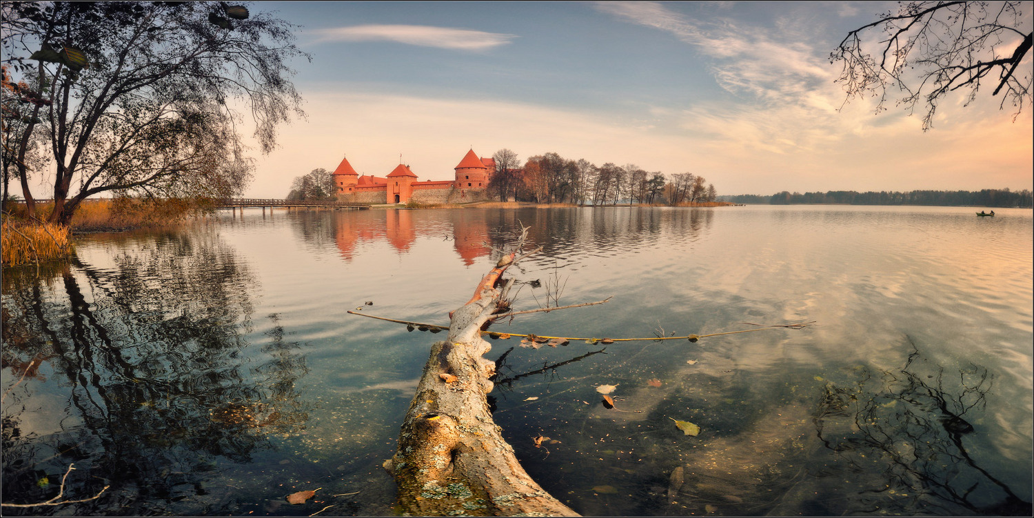 Trakai Island Castle in the morning | landscape   , morning, autumn , lake, Trakai, castle, red , bridge, tree, island