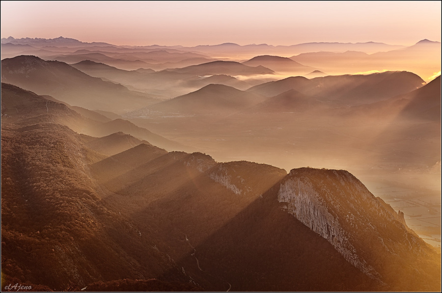 Landscape for meditation | skyline, mountains, haze, sunrise, sun