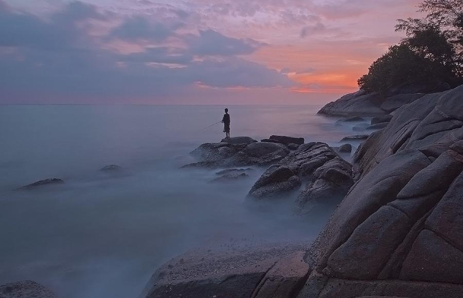 Lonely fisherman | fisherman, mist, dusk, sea