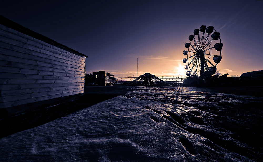 Abandoned amusment park | amusement park, winter, observation wheel, fence