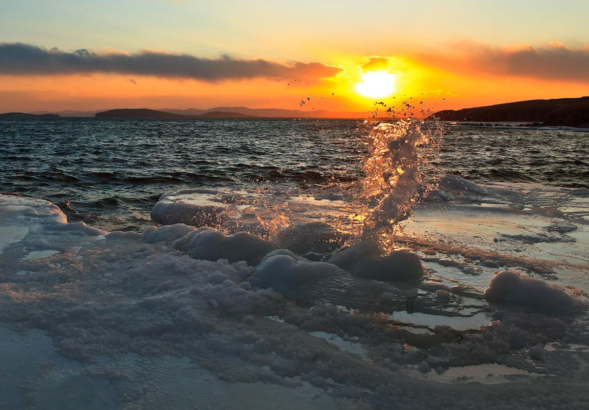 Sunset at sea | sea, winter, evening, ice, sunset, water, dark, splashes, clouds, skyline