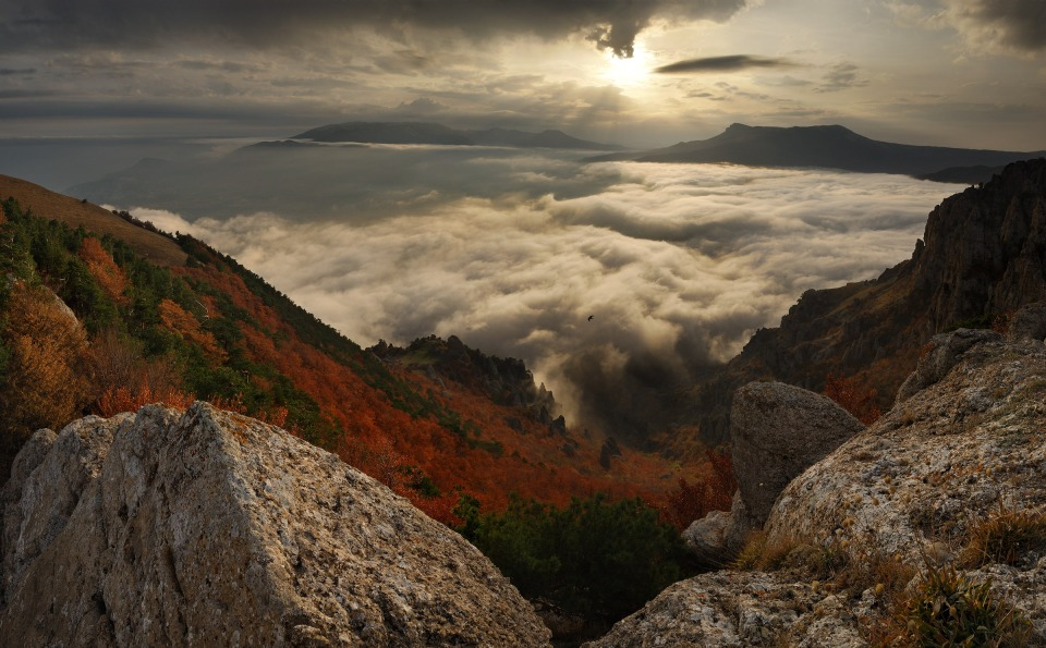 the Crimea, sunset | сlouds, sunset, mountain, sun, red, shine, Crimea, green, south, bird
