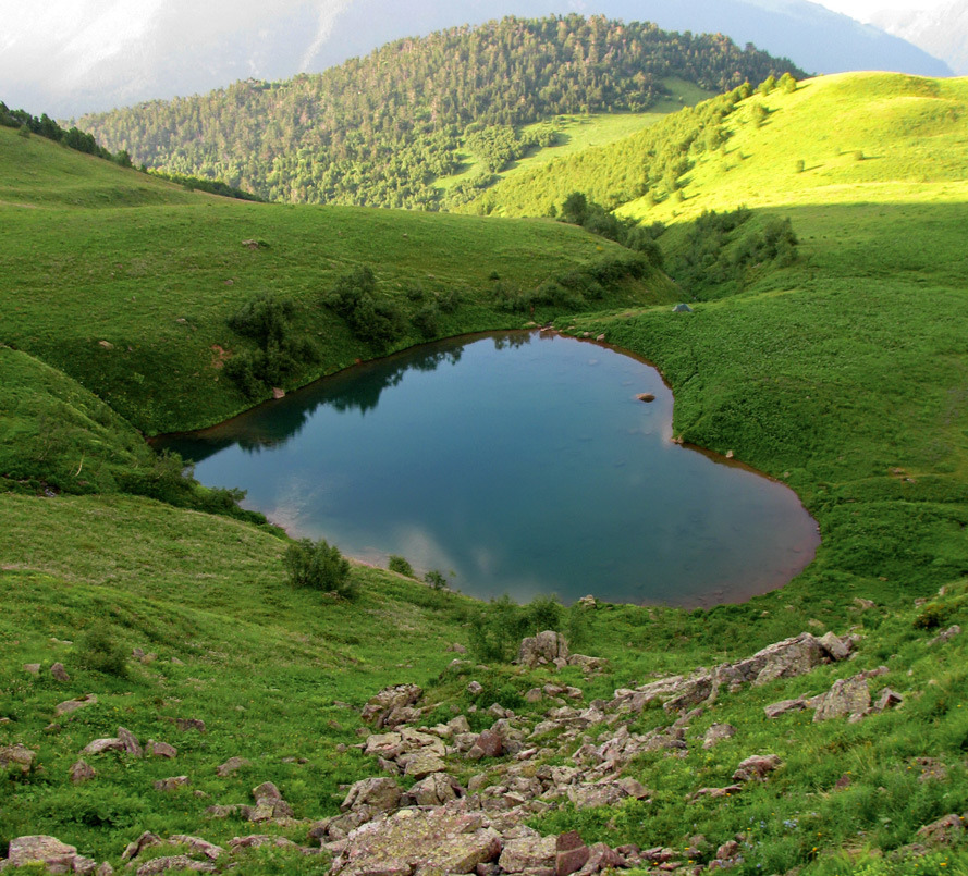 Arkhyz, lake in the form of a heart  | landscape, nature , lake, mountain, Arkhyz, grass, heart, sunny, stones, hills