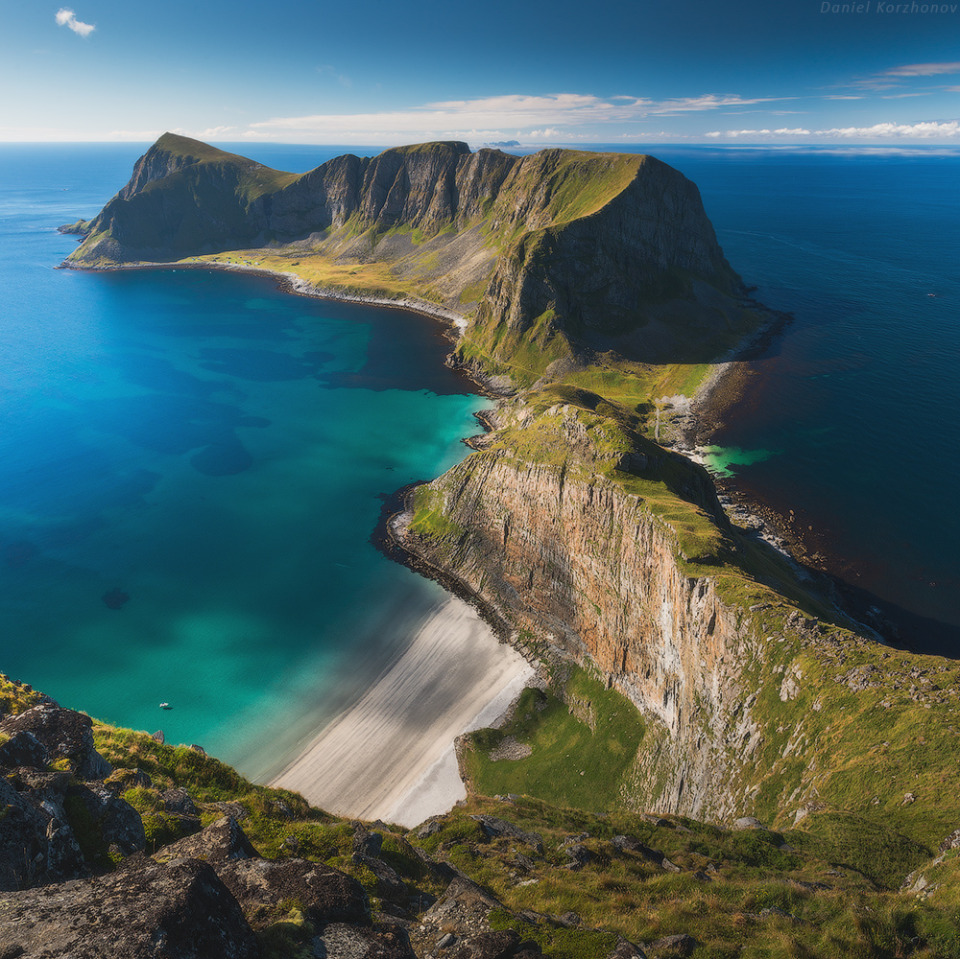 Vaeroy, Lofoten | Vaeroy, island, landscape, land, green, Lofoten, Norway, skyline, sea, clear