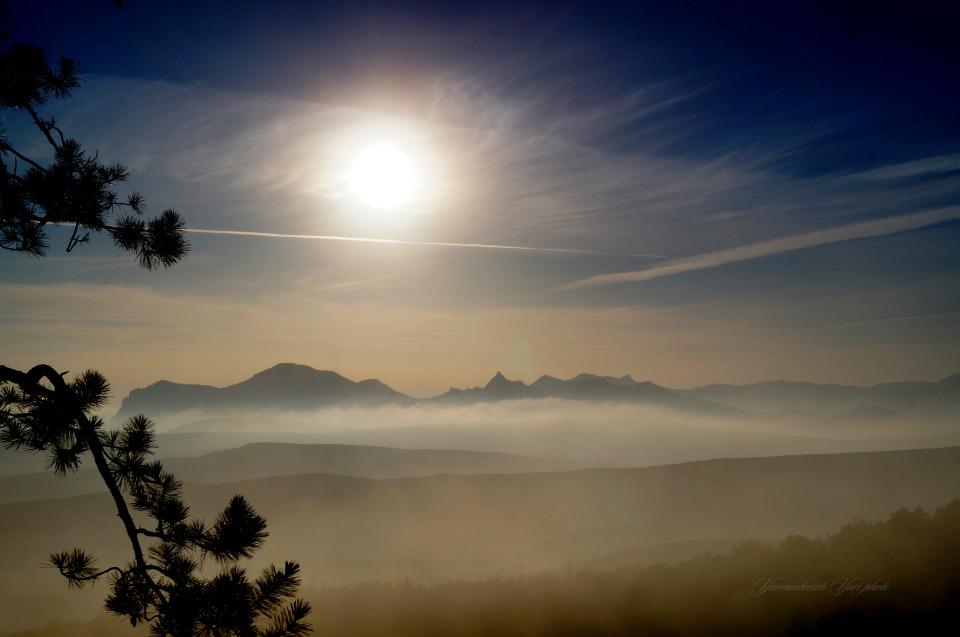 Sunset, Kara Dag, Crimea | Crimea, Kara Dag, pines, winter, sunset, sky, sun, mountain, fog, landscape